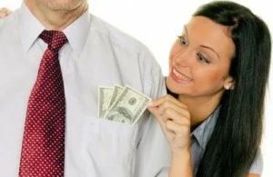 Должен ли мужчина давать жене деньги